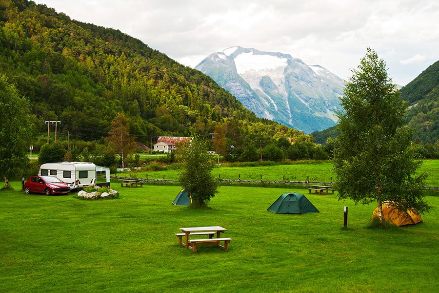 camping car dans les montagnes